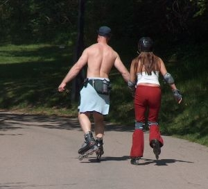 596104_roller_skating_couple